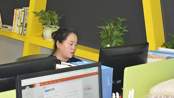 维多利亚中国办事处办公室一角